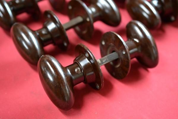 5 ovale setje bruin bakelieten deurknoppen