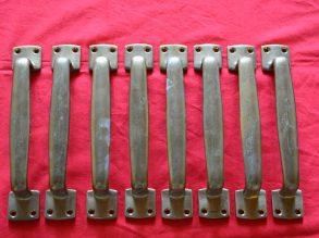 8 hele grote messing handgrepen uit de Jaren'30