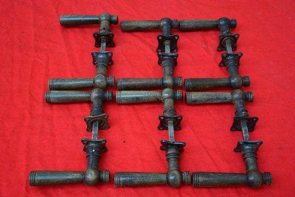 6 houten deurklinken uit de Jaren'30.