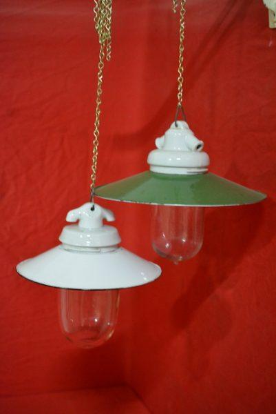2 antieke/authentieke lampen met emaille kap.