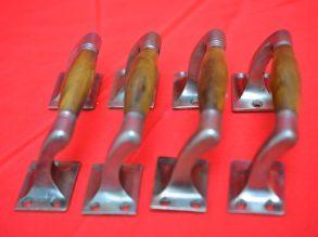 4 Art Deco grepen met grepen van hoorn.