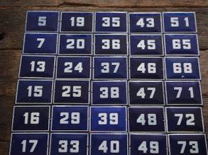 Blauwe Emaille huisnummers.