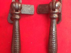 2 gietijzeren raamboompjes van rond 1900